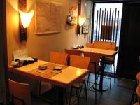 堺筋本町の日本紐釦の側の居酒屋【京のおばんざい小町】店内写真3(テーブル)